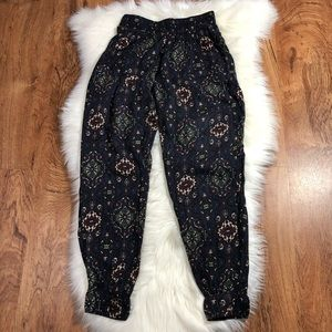 Abercrombie & Fitch printed joggers.